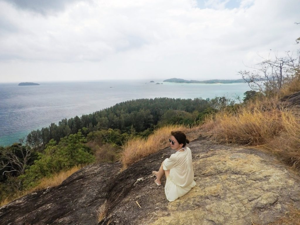 アダン島から見えるリペ島
