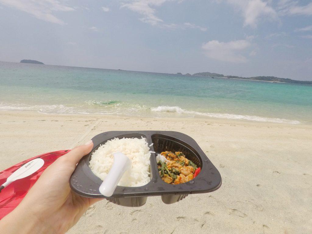 アダン島でお昼ご飯