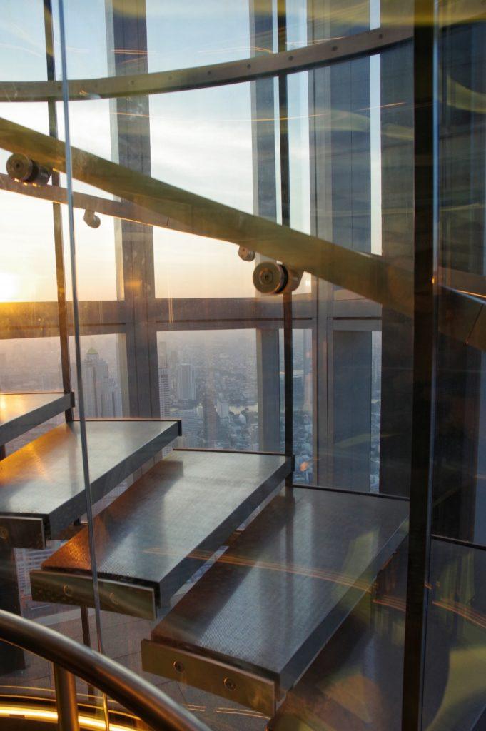 最上階へ行くエレベーター