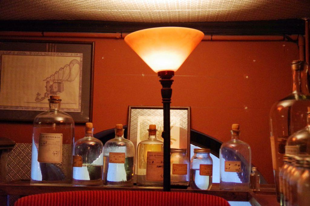 ランプとガラス瓶