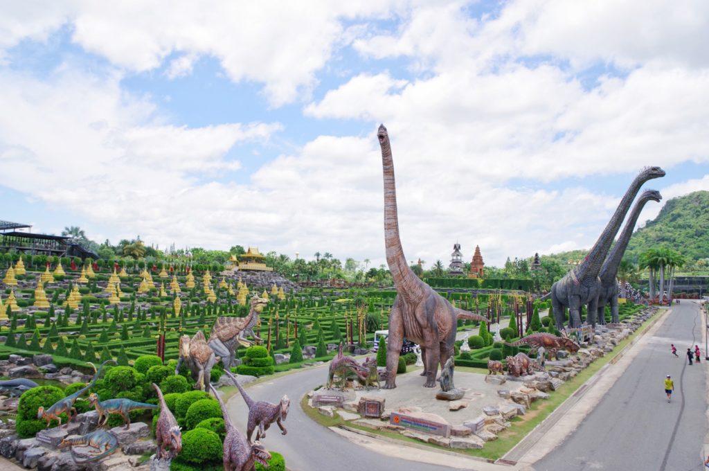 恐竜のいるガーデン